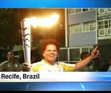 Read Romero Britto carries Olympic torch through hometown